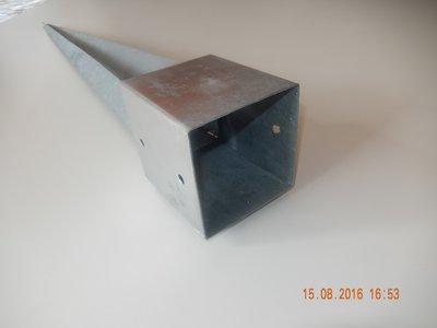 Paalhouder met punt 12x12 cm.